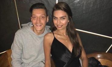 Как выглядят жены и девушки футболистов Арсенала