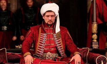 Настоящий кормилец. Евгений Селезнев варит постный борщ для своей семьи. ВИДЕО