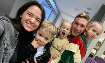 Капитан Динамо вместе с женой в вышиванках поздравили всех с Рождеством - ВИДЕО