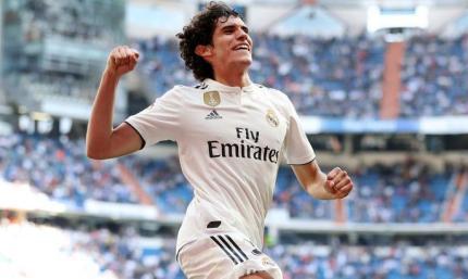 Официально: Реал досрочно завершил аренду хавбека в АПЛ и отдал футболиста в Гранаду
