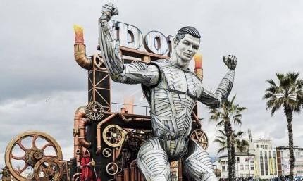Гигантская статуя Криштиану Роналду приняла участие в тематическом карнавале. ВИДЕО