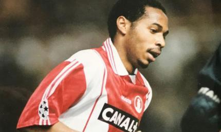 25 лет назад Анри забил дебютный гол в профи футболе. Обыграл вратаря и закинул с острого угла