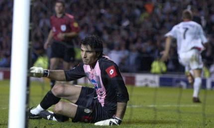 Ровно 17 лет назад Шевченко забил решающий пенальти в ворота Буффона в финале Лиги чемпионов