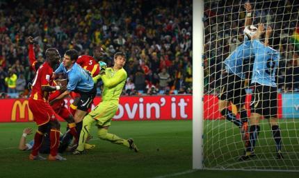 10 лет назад Суарес руками выбил мяч из ворот и спас Уругвай в матче Чемпионата Мира