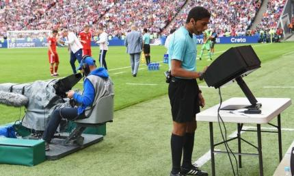 ФИФА взяла ВАР под полный контроль. Ранее систему критиковали Коллина и Венгер