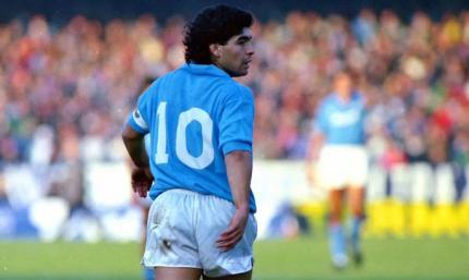 Игроки Наполи почтили память Марадоны, выйдя на матч Лиги Европы в футболках с десятым номером