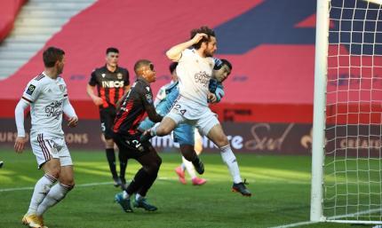 Лига 1. Лилль не отпускает ПСЖ, Бордо громит Ниццу
