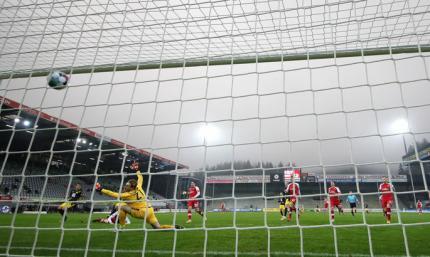 Когда гол 16-летнего - слабое утешение. Фрайбург - Боруссия Д 2:1. Видео обзор матча