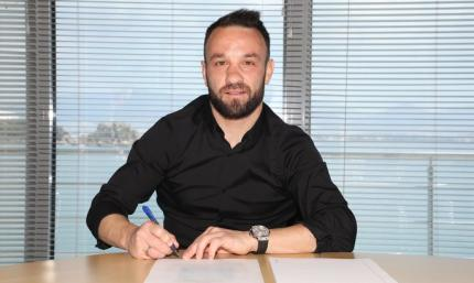 Олимпиакос продлил контракт с Вальбуэна