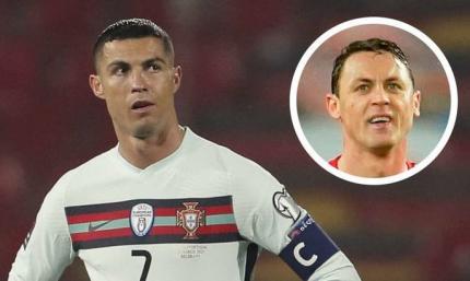 Распечатал скриншот: хавбек МЮ потроллил Фернандеша и Роналду после незасчитанного гола португальцев