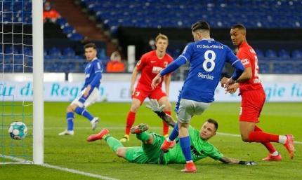 Бундеслига. Шальке добывает вторую победу в сезоне, обыграв Аугсбург