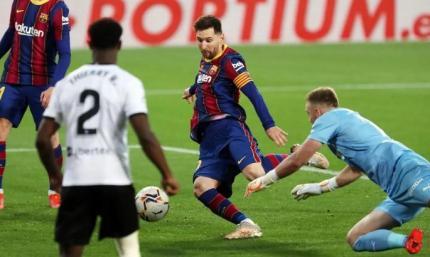У Месси штрафные опаснее пенальти. Валенсия - Барселона 2:3. Видео голов и обзор матча