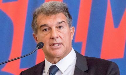 Барселоне придется урезать зарплату легендам клуба, чтобы зарегистрировать новичков