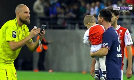 Месси не отказал голкиперу Реймса и сфотографировался с его сыном сразу после матча