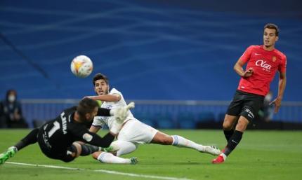 Примера. Реал растоптал Мальорку, легкая победа Субмарины