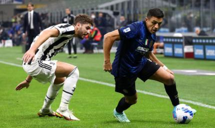 Пенальти спасает Старую синьору от поражения. Видео голов и обзор матча Интер - Ювентус 1:1