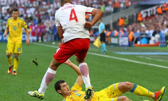 Украина играет матч отбора ЧМ-2014 с Польшой. Прямая видеотрансляция