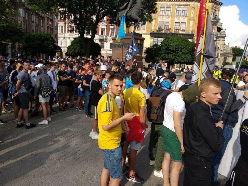 Во Львове прошел марш украинских и хорватских фанов. ФОТО. ВИДЕО - изображение 4
