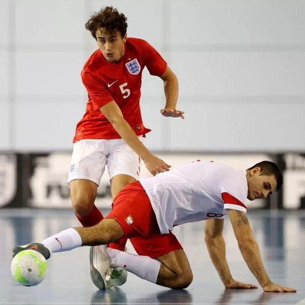 Він був зіркою збірної Англії з футзалу, але вирішив почати свій шлях у футболі з самих низів. ФОТО - изображение 2