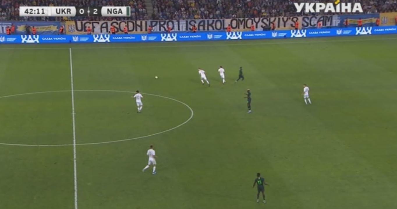 На матче Украина – Нигерия фанаты вывесили баннер: УЕФА, Днепр-1 – афера Коломойского - изображение 1