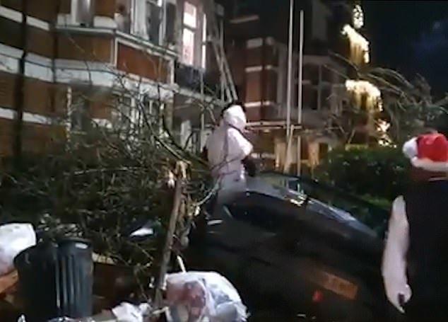 Марио Балотелли и одноклубник Ярмоленко попали в аварии во время новогодних праздников. ФОТО - изображение 2