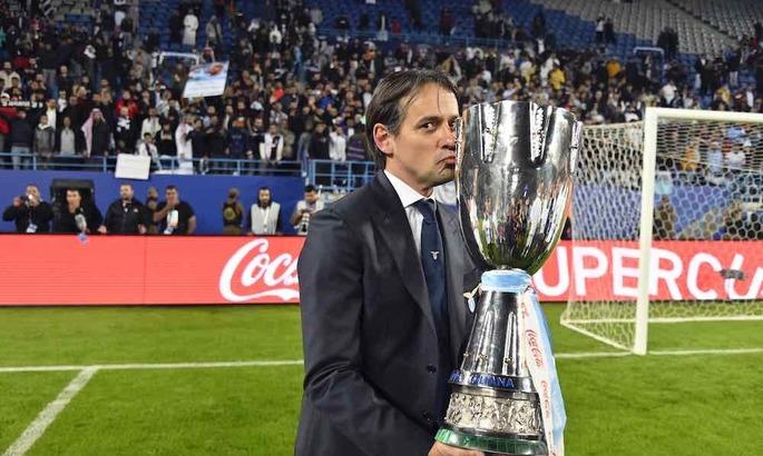 Серия А. Рома проигрывает дома, Лацио вновь драматично побеждает