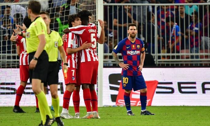 Барселона проиграла Атлетико, Моуриньо остался без Кейна, Оболонь-Бровар - без тренера. Главные новости за 9 января