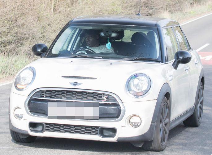 Н'Голо Канте всю карьеру в Англии ездит на бюджетном Mini и отказывается покупать дорогое авто. ФОТО - изображение 2