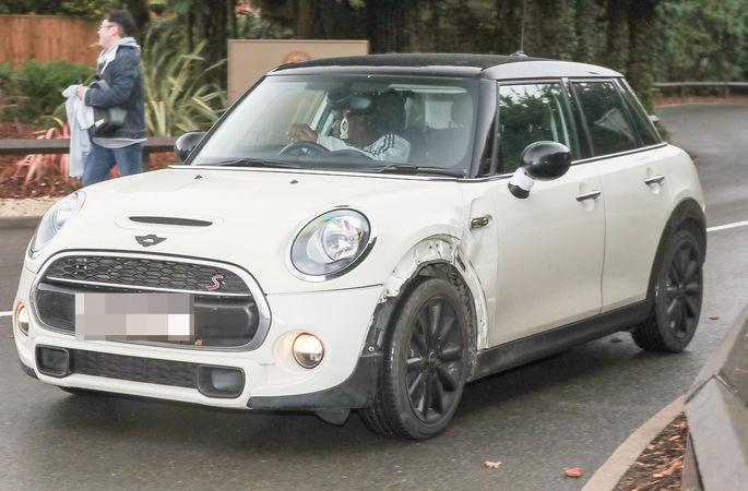 Н'Голо Канте всю карьеру в Англии ездит на бюджетном Mini и отказывается покупать дорогое авто. ФОТО - изображение 4