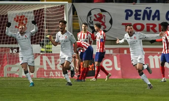 Диего Симеоне в роли шута. Атлетико вылетает из Кубка Испании от Культурал Леонезы