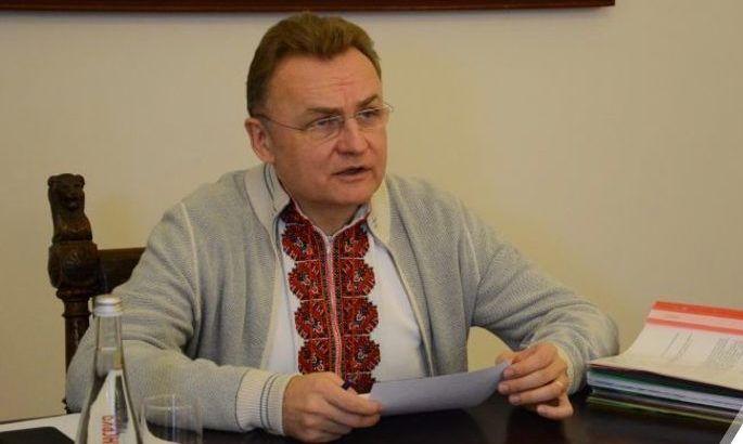 Садовый вступился за Карпаты: призывает вновь вынести на сессию вопрос стадиона