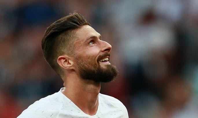 Основной форвард сборной Франции может заменить Суареса в Барселоне