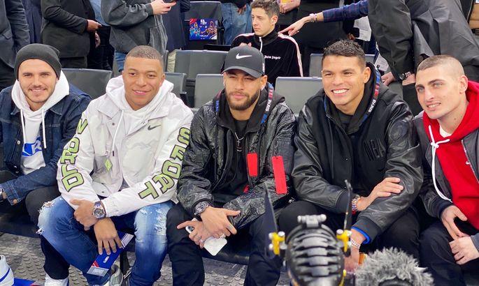 Звезды ПСЖ Неймар и Мбаппе посетили баскетбольный матч НБА в Париже. ВИДЕО