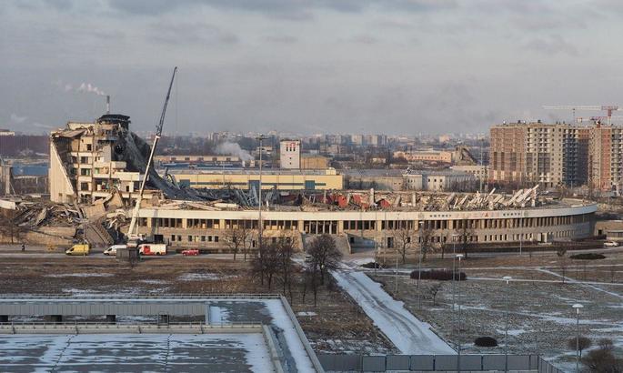В Санкт-Петербурзі під час демонтажу спортивної споруди завалився дах