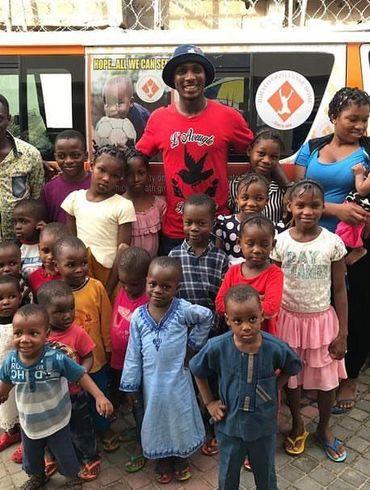 Новичок МЮ потратил миллион фунтов на детский дом и помогает школам из родного города. ФОТО