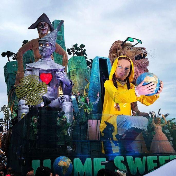 Гигантская статуя Криштиану Роналду приняла участие в тематическом карнавале. ВИДЕО - изображение 1