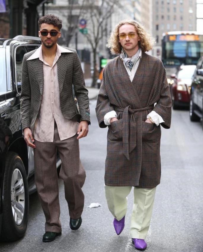 Пользователи сети высмеяли молодых звезд Эвертона за их комичные наряды. ФОТО - изображение 1
