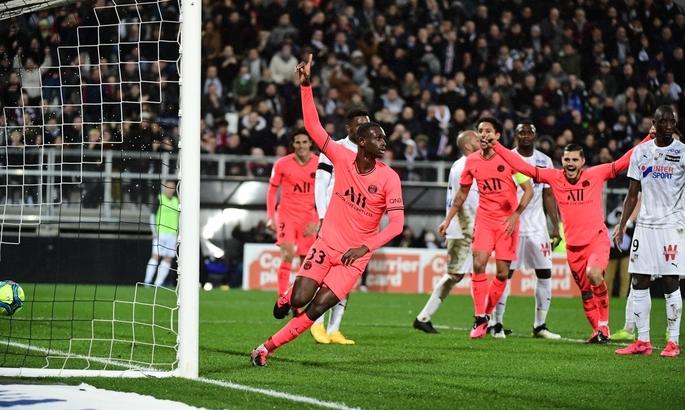 ПСЖ отыгрался с 0:3 благодаря дублю 17-летнего защитника, но упустил победу на 90+1 минуте
