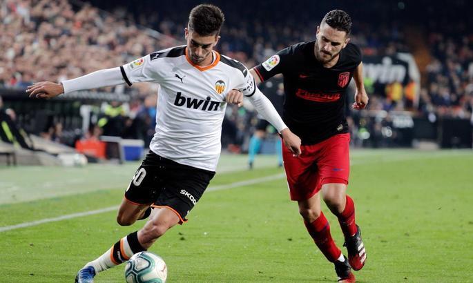 Манчестер Сити близок к подписанию полузащитника Валенсии