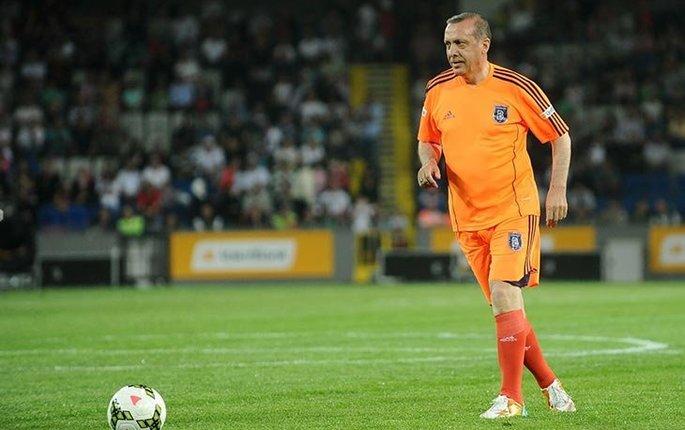 Футбол в политике: как Реджеп Эрдоган мстит фанатам, создавая еще один гранд в Стамбуле - изображение 2