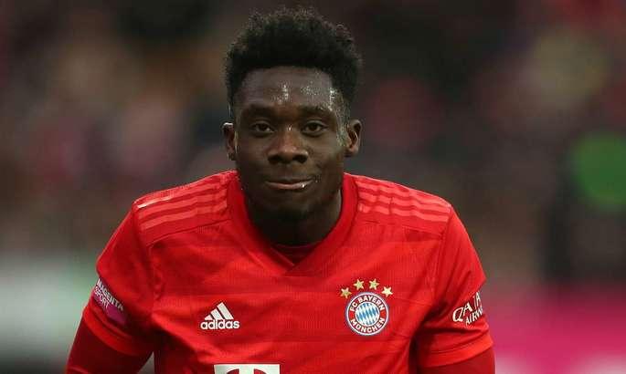 Бавария ведет переговоры о новом контракте с 19-летним защитником
