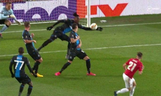 Когда в душе – ты вратарь: защитник Брюгге в эффектном прыжке в своей штрафной отбил мяч рукой
