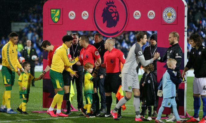 Англійська Прем'єр-ліга відмовилася від рукостискань перед матчами