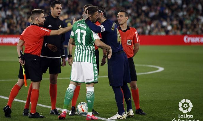 Чемпионат Испании приостановлен