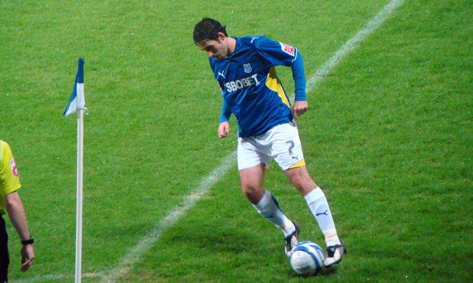 Відомий футболіст знаходиться у важкому стані після випадкового падіння в барі - изображение 1