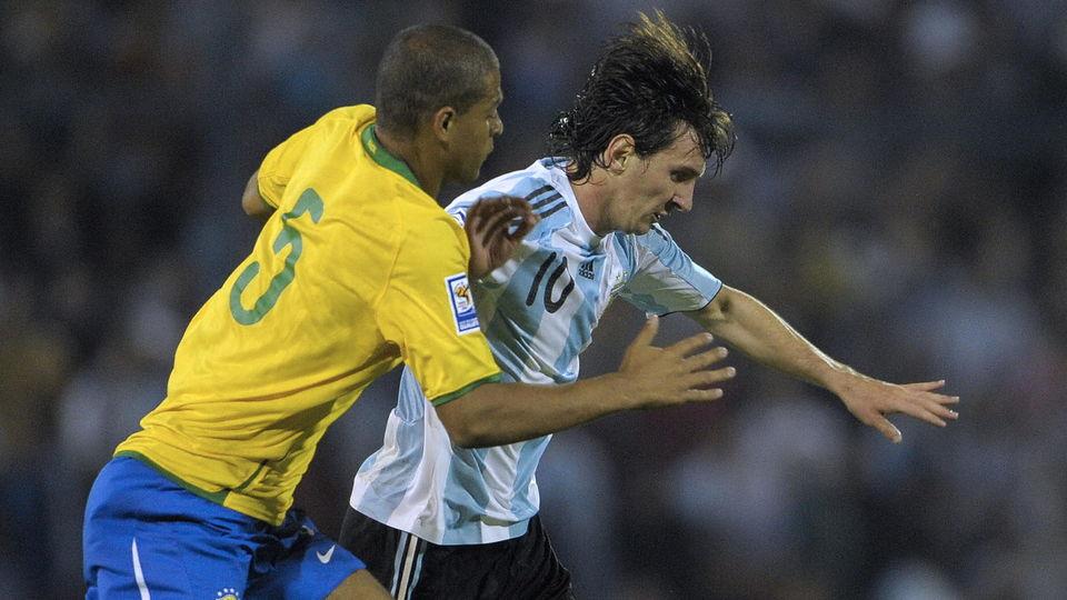 Феліпе Мело: Коли Бразилія грала з Аргентиною, ми домовлялися, що по черзі б'ємо Мессі по ногах - изображение 1