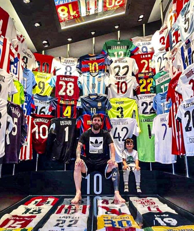 Лео Месси и Пауло Дибала показали свои огромные коллекции футболок. ФОТО - изображение 2