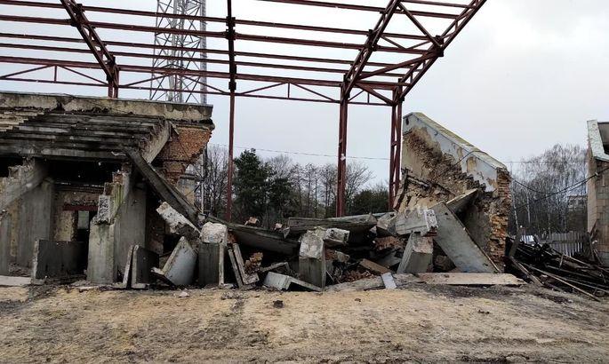 На стадионе Авангард в Ровно рухнула часть трибуны