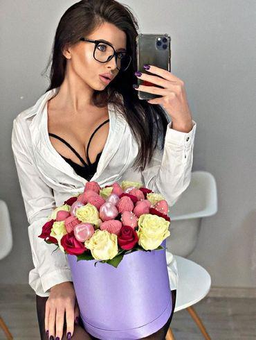 Сексуальная красотка, с которой лидер Зари самоизолировался на время карантина. ФОТО
