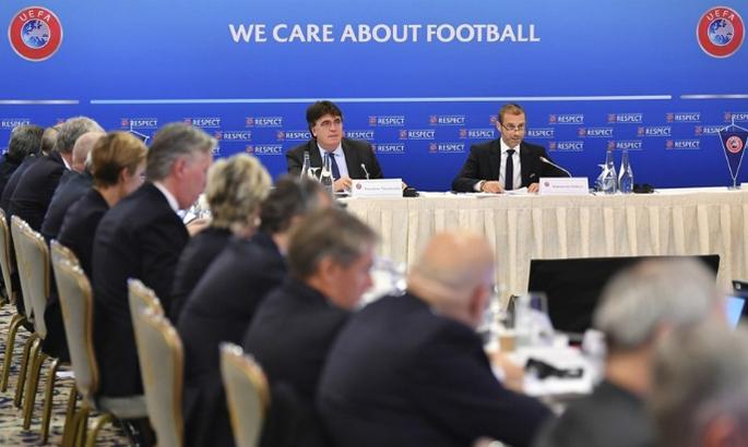 АПЛ в лагерях, собрание УЕФА и снижение зарплат в Барселоне. Главные новости за 30 марта